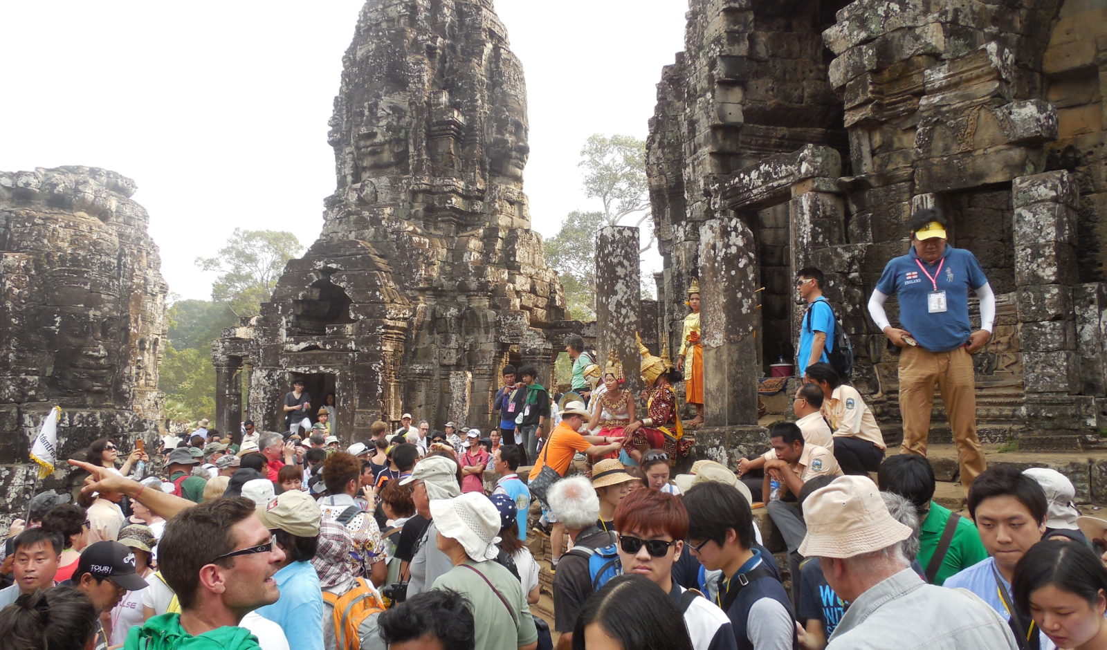 touristiy Angkor Wat
